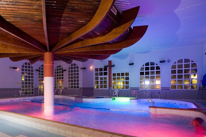 piscine-interieure-eau-de-mer-chauffee-thalasso-thalacap-catalogne